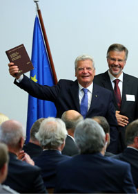 From left to right: Joachim Gauck (President of the Federal Republic of Germany), Peter Masuch (President of the Federal Welfare Court) (© Andreas Fischer, Kassel).
